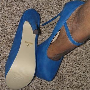 Shoes - Blue Daffodil Like heels 5.5in